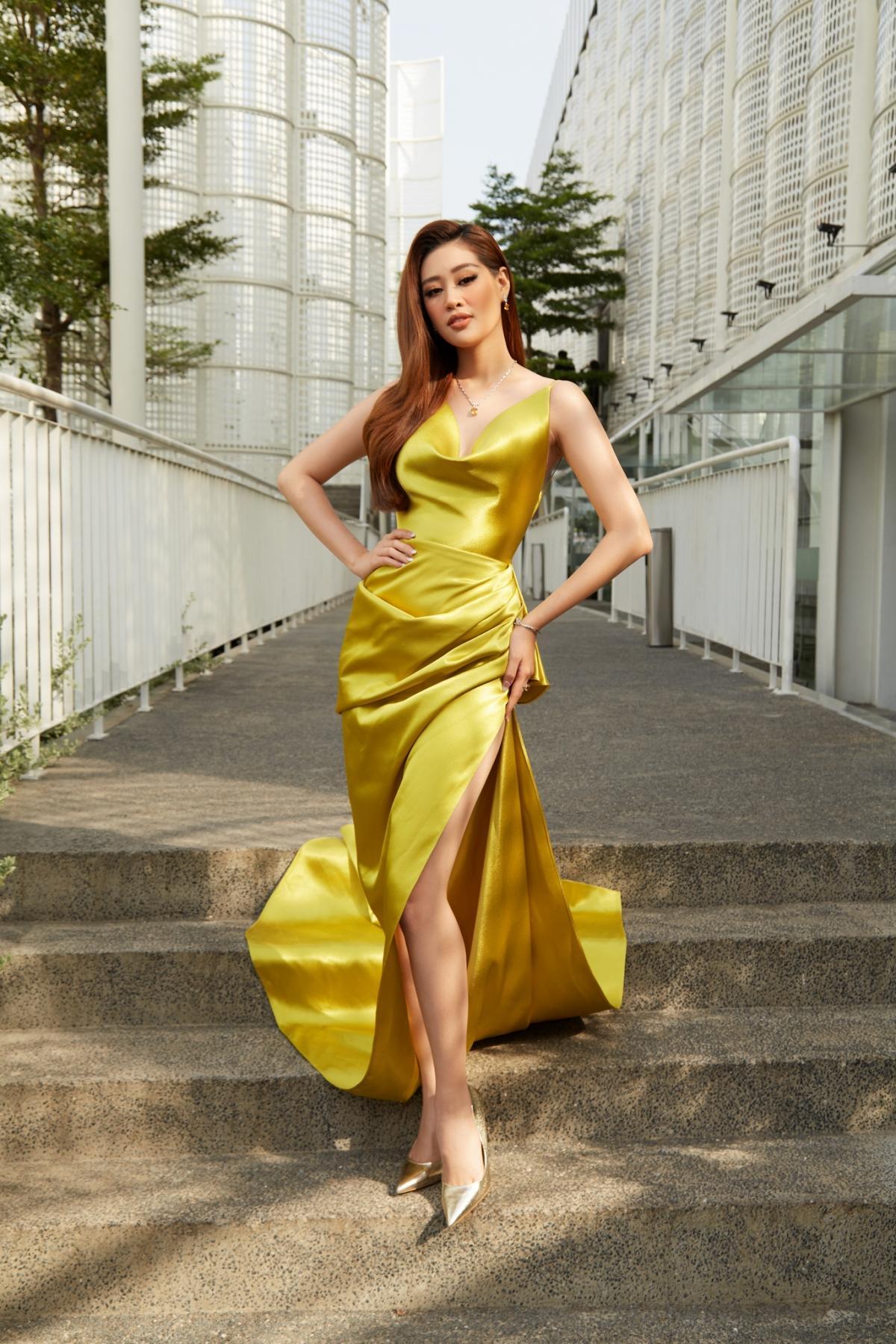 Hoa hậu Khánh Vân xinh đẹp nổi bật với đầm vàng gợi cảm đi dự sự kiện Ảnh 2
