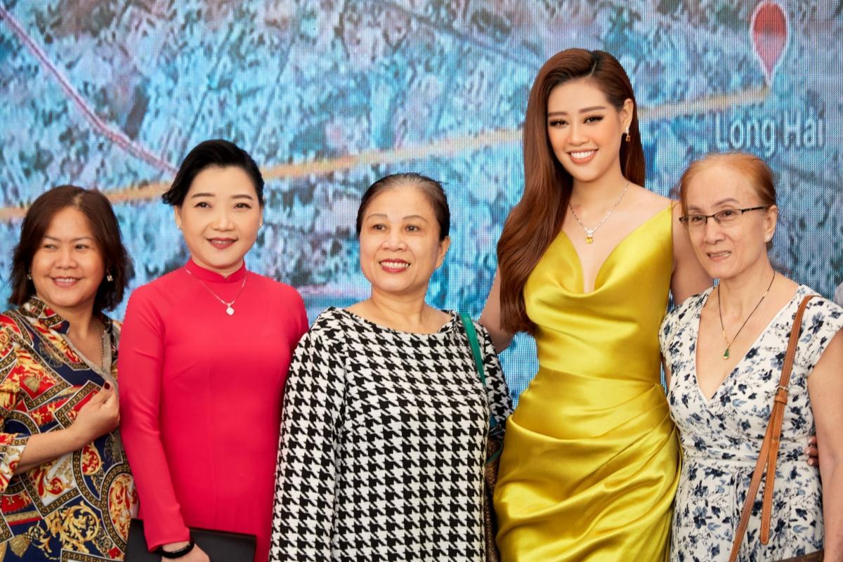 Hoa hậu Khánh Vân xinh đẹp nổi bật với đầm vàng gợi cảm đi dự sự kiện Ảnh 11