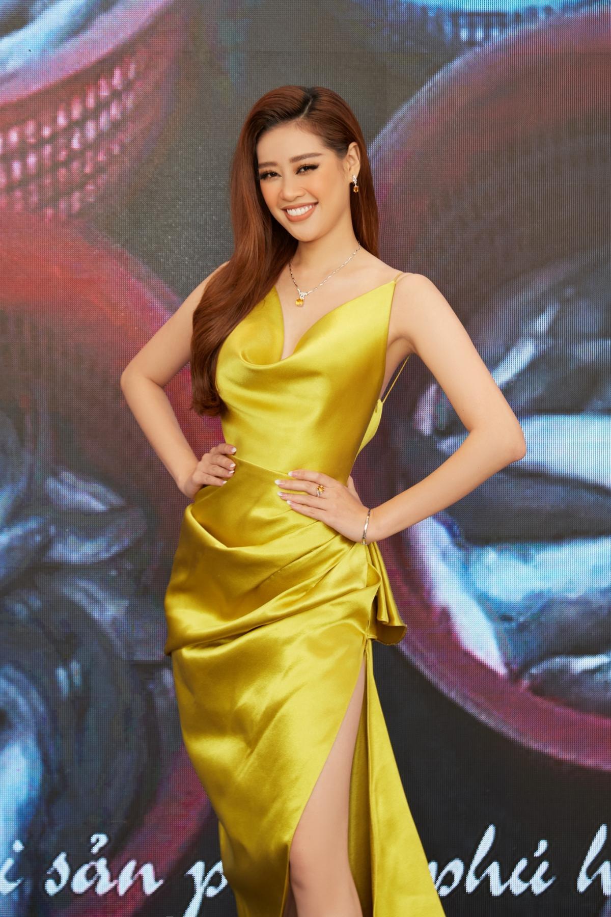 Hoa hậu Khánh Vân xinh đẹp nổi bật với đầm vàng gợi cảm đi dự sự kiện Ảnh 10