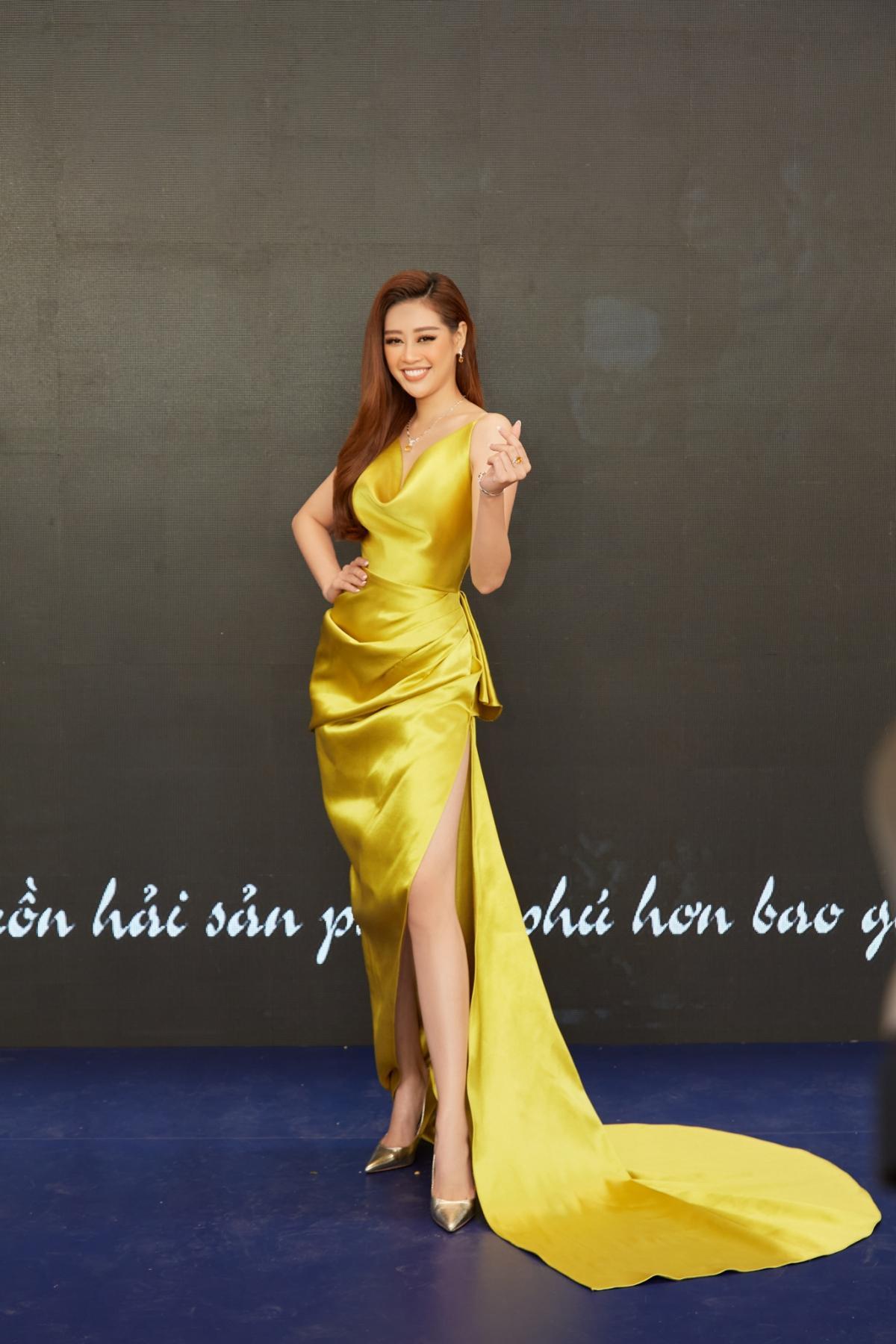 Hoa hậu Khánh Vân xinh đẹp nổi bật với đầm vàng gợi cảm đi dự sự kiện Ảnh 1