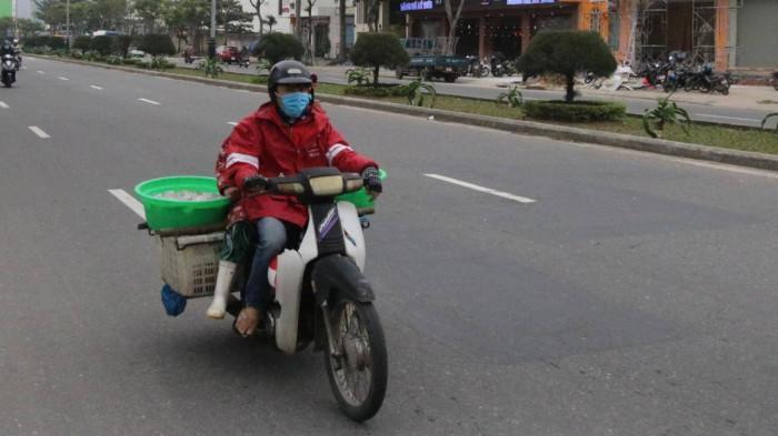Chùm ảnh: Người dân Đà Nẵng co ro trong cái lạnh kỷ lục 5 năm qua Ảnh 4