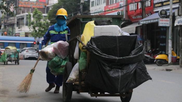 Chùm ảnh: Người dân Đà Nẵng co ro trong cái lạnh kỷ lục 5 năm qua Ảnh 6