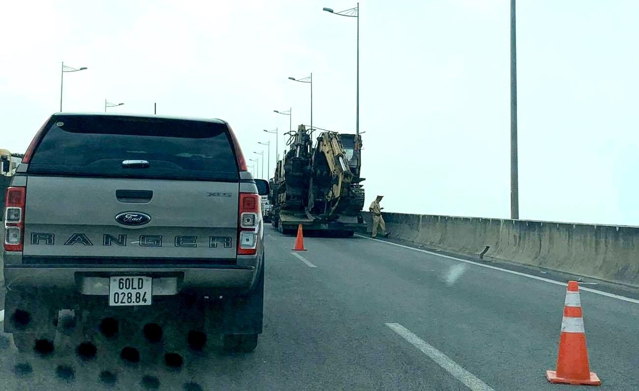 Kẹt xe hàng km trên cao tốc TP.HCM - Long Thành - Dầu Giây Ảnh 1
