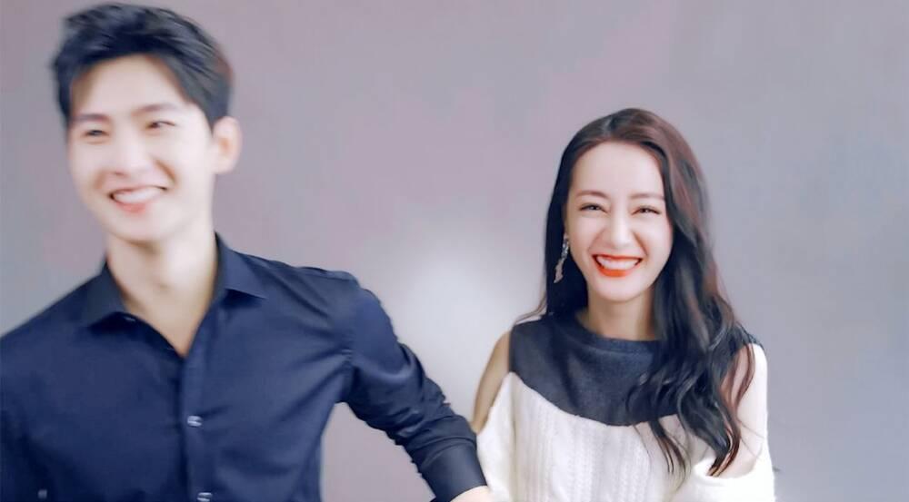 Dương Dương tươi cười rạng rỡ nắm tay Địch Lệ Nhiệt Ba trong ngày đóng máy phim Ảnh 7