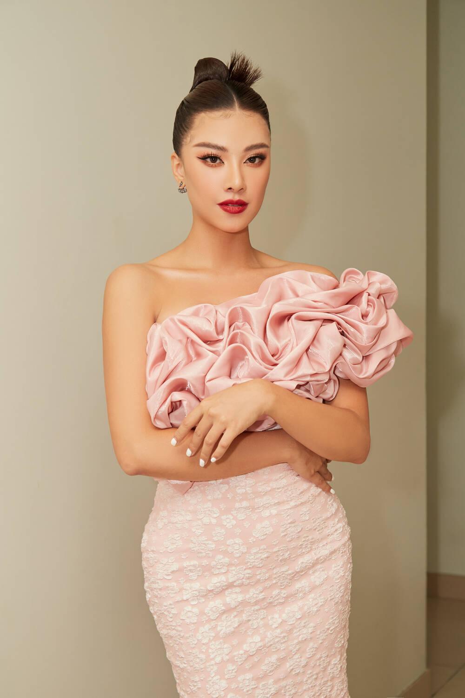 Á hậu Kim Duyên làm mentor huấn luyện catwalk cho thí sinh hoa khôi Ảnh 5