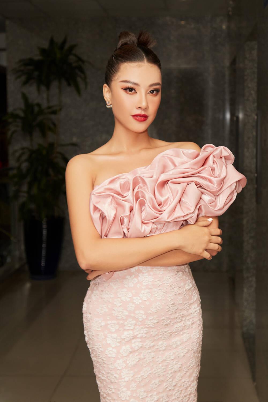 Á hậu Kim Duyên làm mentor huấn luyện catwalk cho thí sinh hoa khôi Ảnh 1