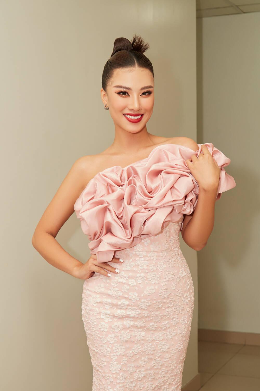 Á hậu Kim Duyên làm mentor huấn luyện catwalk cho thí sinh hoa khôi Ảnh 3