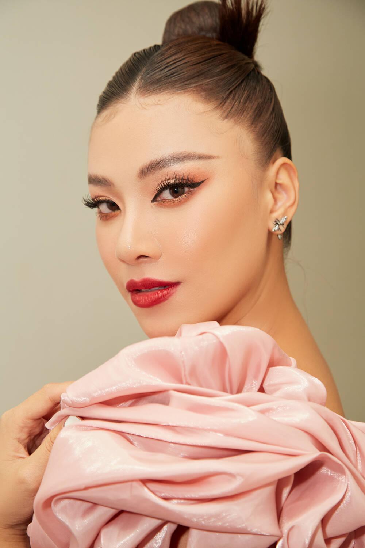 Á hậu Kim Duyên làm mentor huấn luyện catwalk cho thí sinh hoa khôi Ảnh 2