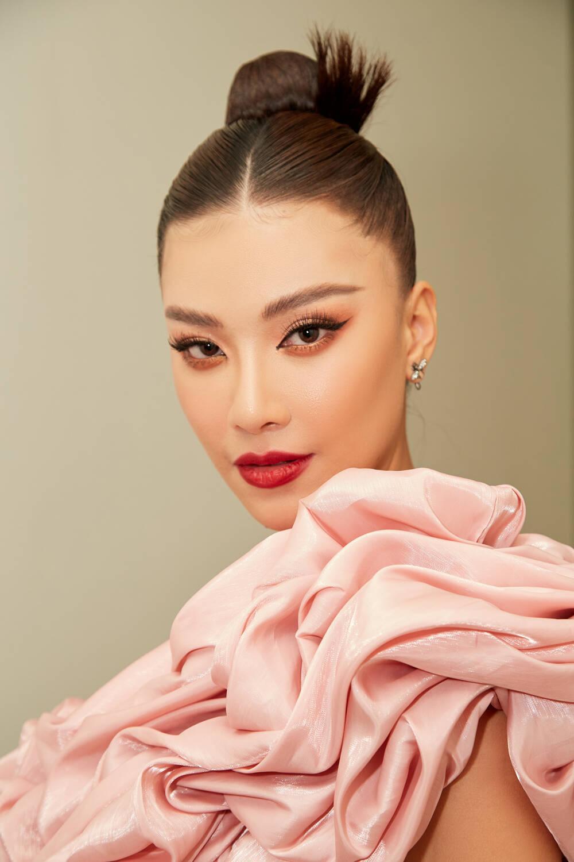 Á hậu Kim Duyên làm mentor huấn luyện catwalk cho thí sinh hoa khôi Ảnh 8