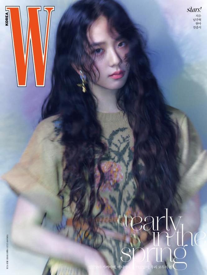 Jisoo BLACKPINK khoe nhan sắc cực kỳ ấn tượng trên bìa W Hàn, nhưng netizen lại nhắc đến Lisa Ảnh 2