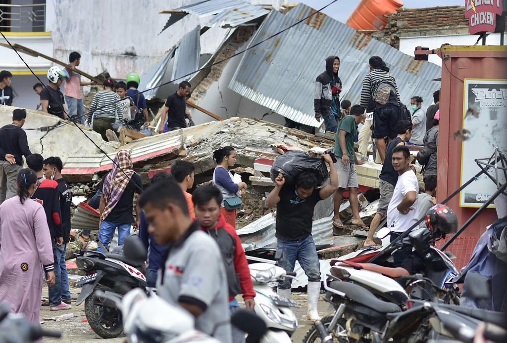 Indonesia chạy đua cứu người sau vụ động đất Ảnh 3