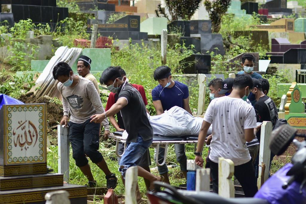 Indonesia chạy đua cứu người sau vụ động đất Ảnh 10