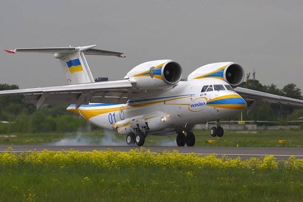Ukraine xem xét nối lại sản xuất máy bay vận tải hạng nhẹ Antonov-74 Ảnh 1