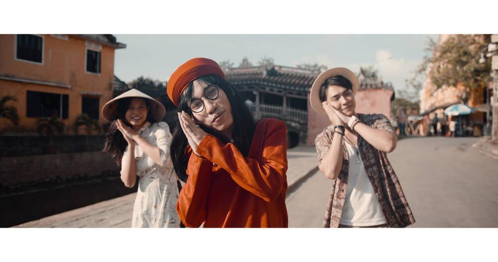 Jay Quân tình tứ cùng Chúng Huyền Thanh trong MV mới, sự xuất hiện của Chị Cả gây bất ngờ Ảnh 5