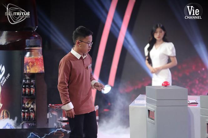 Triệu khán giả bất ngờ trước màn 'soán ngôi' đi vào lịch sử của cao thủ toán học 19 tuổi Ảnh 1