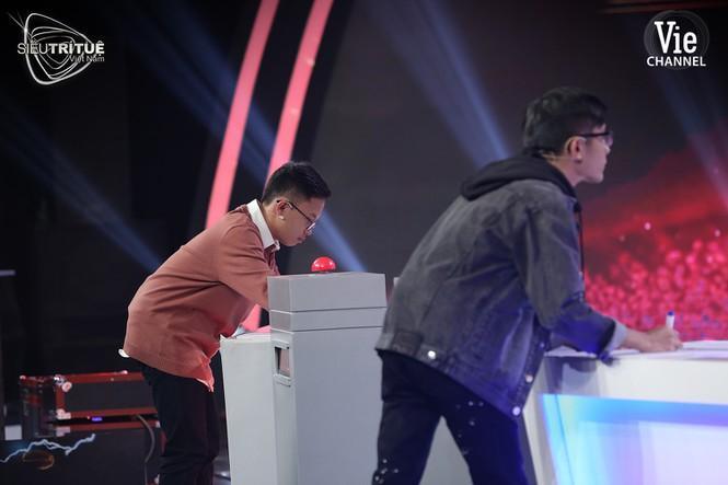 Triệu khán giả bất ngờ trước màn 'soán ngôi' đi vào lịch sử của cao thủ toán học 19 tuổi Ảnh 2