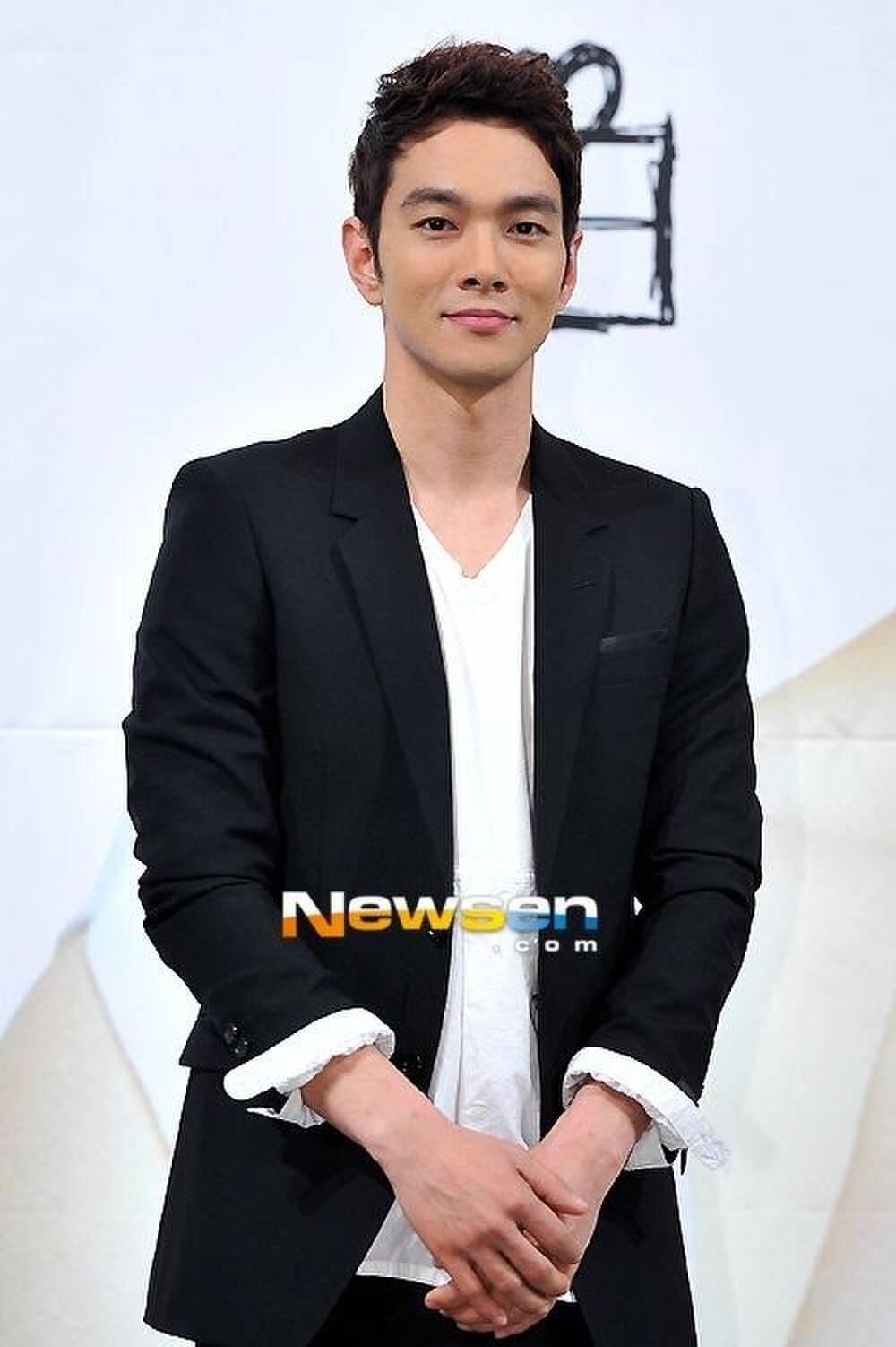7 nghệ sĩ Hàn thú nhận họ bị hói nghiêm trọng, IU cũng góp mặt Ảnh 7