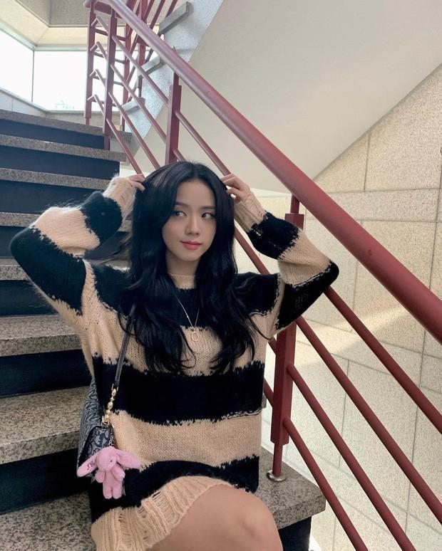 SooYoung hai lần đụng hàng Jisoo: Đẳng cấp của SNSD và BLACKPINK đúng 'đỉnh của chóp' Ảnh 2