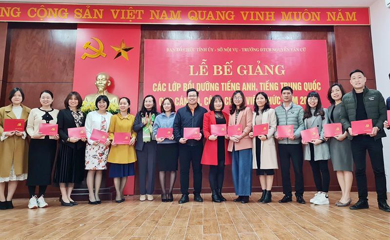 Bế giảng các lớp tiếng Anh, tiếng Trung Quốc cho CBCCVC năm 2020 Ảnh 1