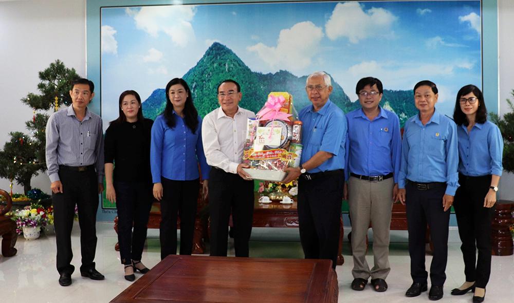 Liên đoàn Lao động tỉnh An Giang chúc Tết các địa phương, tặng quà đoàn viên, người lao động Ảnh 1