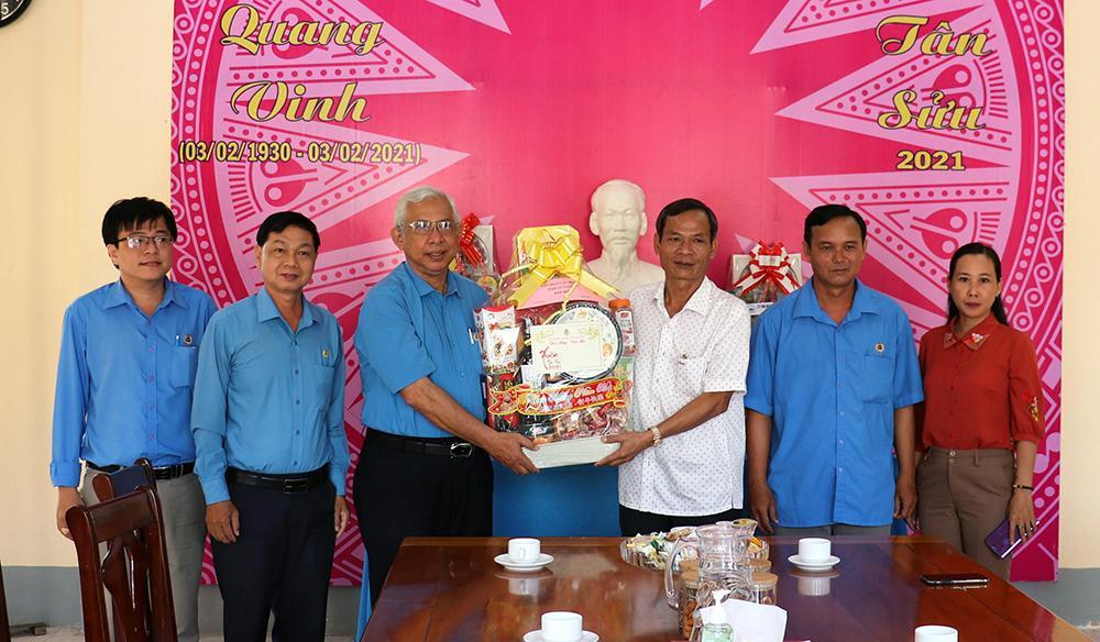 Liên đoàn Lao động tỉnh An Giang chúc Tết các địa phương, tặng quà đoàn viên, người lao động Ảnh 2