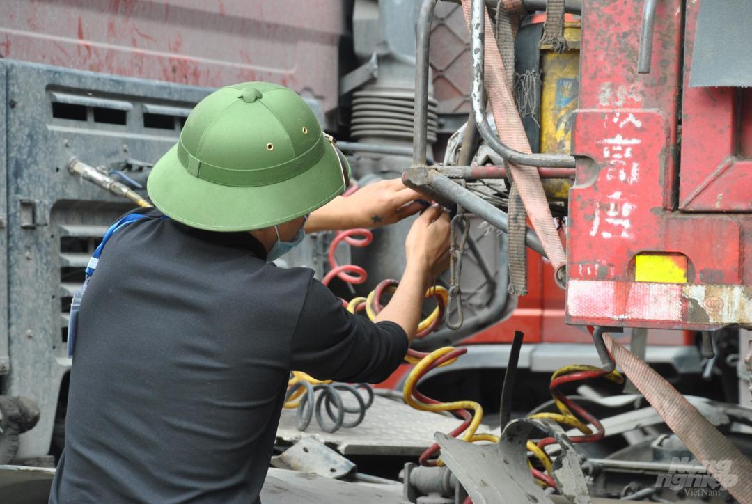 Xe thùng rỗng vây cửa khẩu Kim Thành Ảnh 5