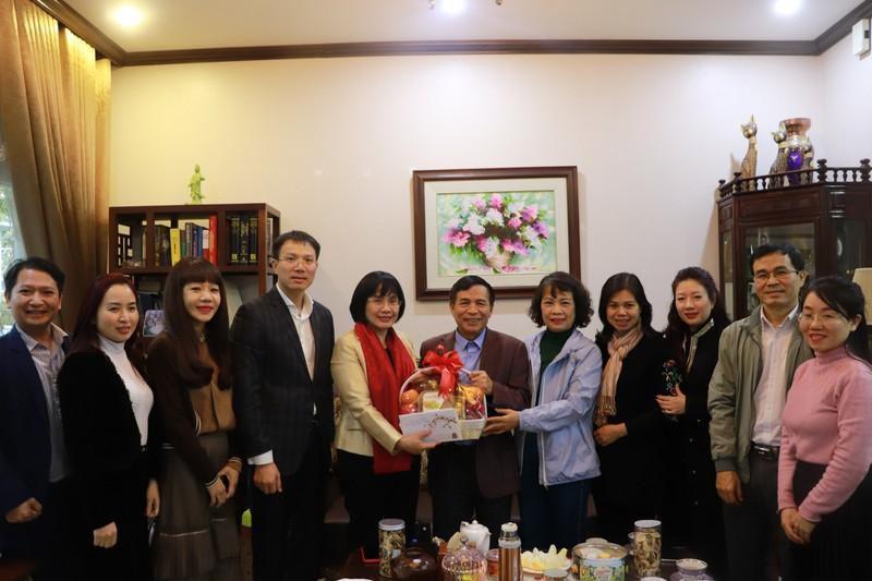 Lãnh đạo Bộ Tư pháp thăm hỏi cán bộ lão thành nhân dịp Tết Tân Sửu 2021 Ảnh 1