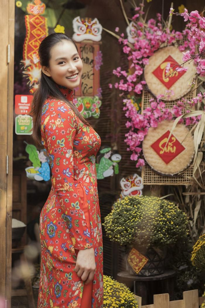 Vương Thu Phương cùng mẹ gói bánh chưng ngày Tết Ảnh 3