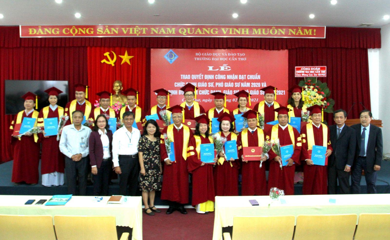 Trường Đại học Cần Thơ có 17 nhà giáo được bổ nhiệm chức danh Giáo sư, Phó Giáo sư Ảnh 1