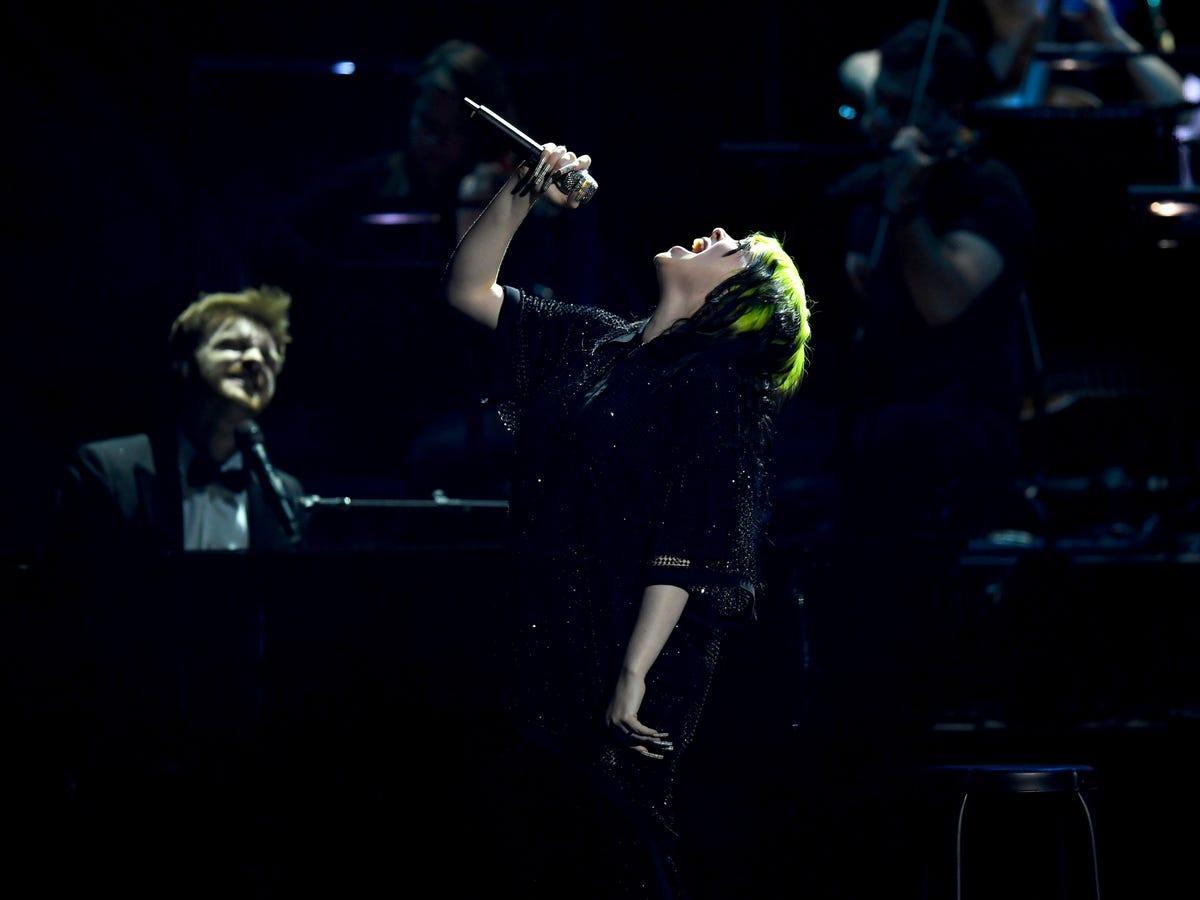 Những kỷ lục khó vượt qua của hiện tượng âm nhạc Billie Eilish Ảnh 8