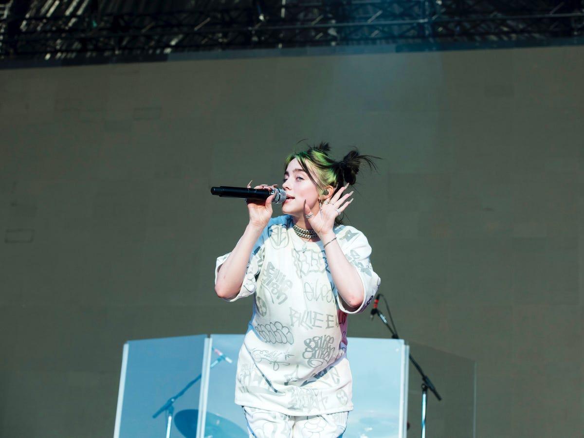 Những kỷ lục khó vượt qua của hiện tượng âm nhạc Billie Eilish Ảnh 6