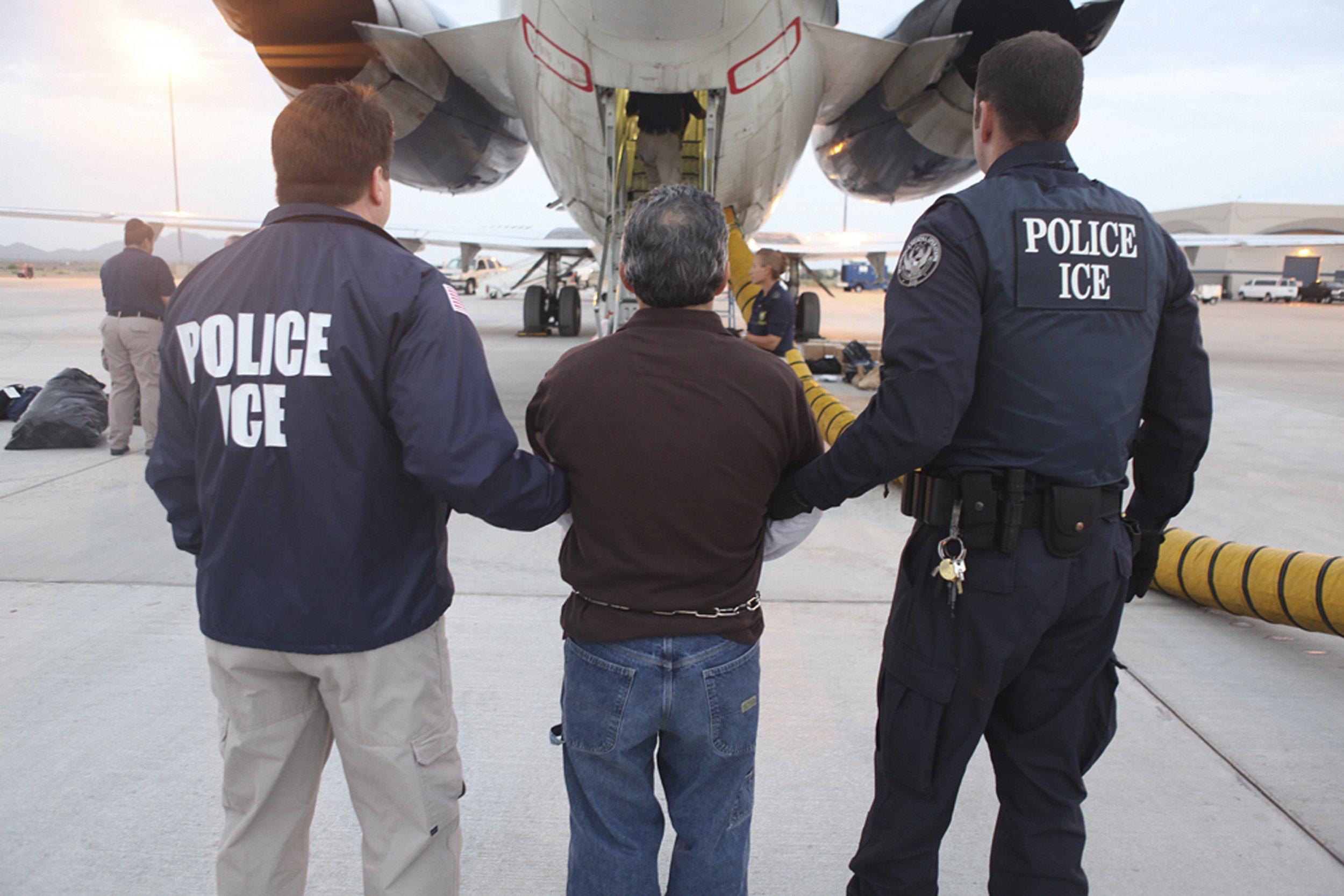 Cơ quan di trú Mỹ gây phẫn nộ vì trục xuất trẻ 2 tháng tuổi Ảnh 1