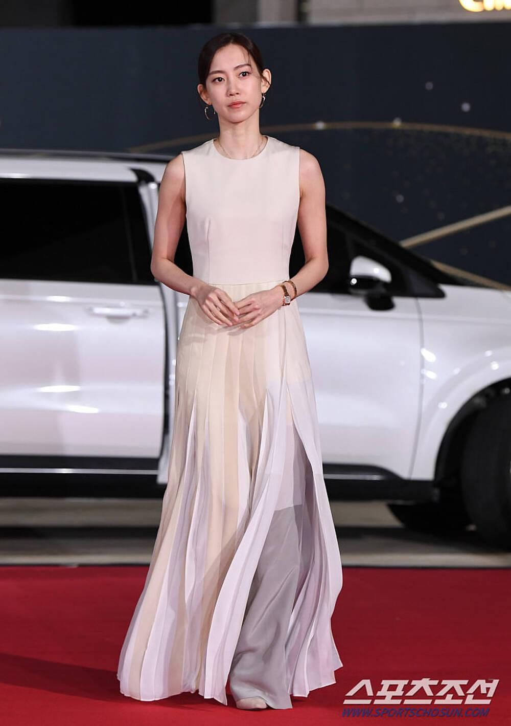 Thảm đỏ 'Rồng xanh 2020': Shin Hye Sun 'cân sắc' Shin Min Ah, Jung Woo Sung - Lee Byung Hun điển trai! Ảnh 49