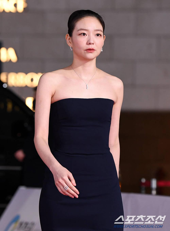 Thảm đỏ 'Rồng xanh 2020': Shin Hye Sun 'cân sắc' Shin Min Ah, Jung Woo Sung - Lee Byung Hun điển trai! Ảnh 22