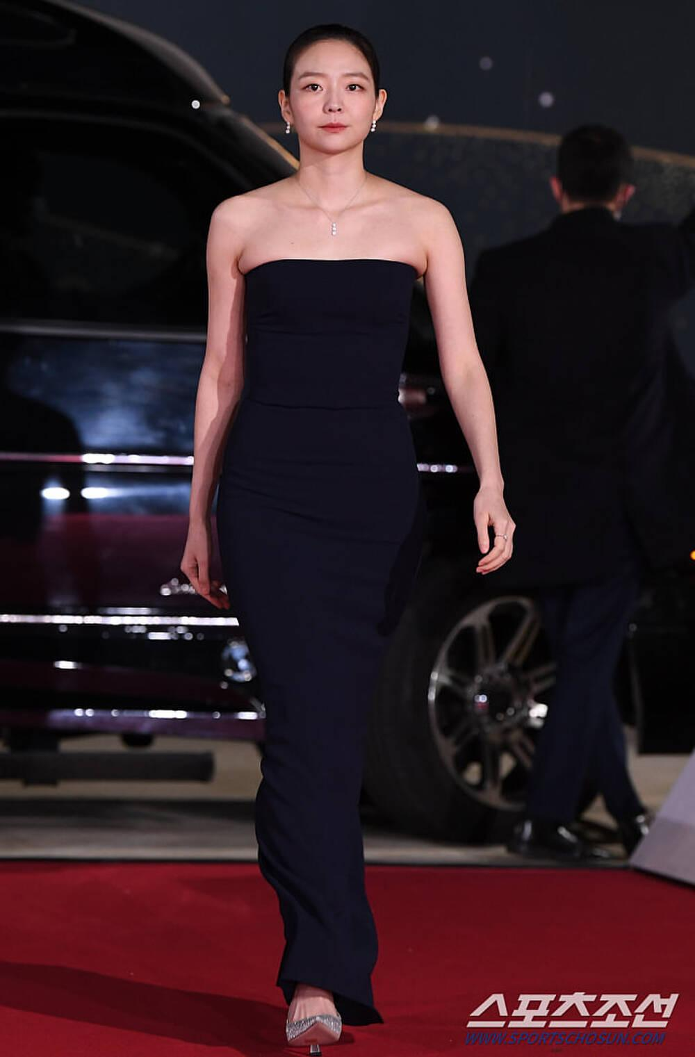 Thảm đỏ 'Rồng xanh 2020': Shin Hye Sun 'cân sắc' Shin Min Ah, Jung Woo Sung - Lee Byung Hun điển trai! Ảnh 23