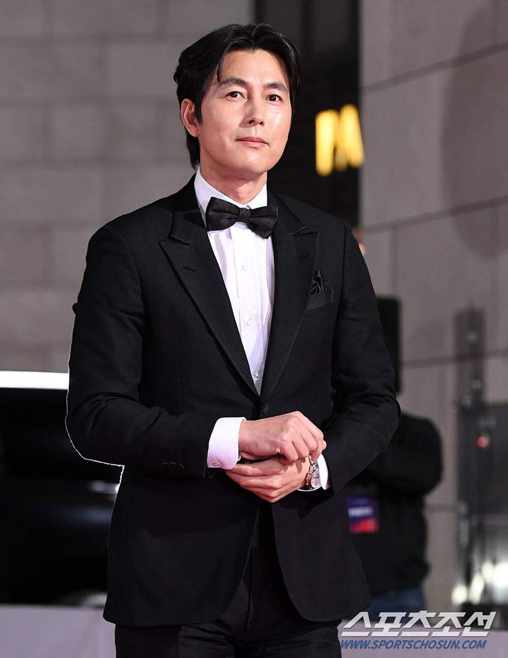 Thảm đỏ 'Rồng xanh 2020': Shin Hye Sun 'cân sắc' Shin Min Ah, Jung Woo Sung - Lee Byung Hun điển trai! Ảnh 10