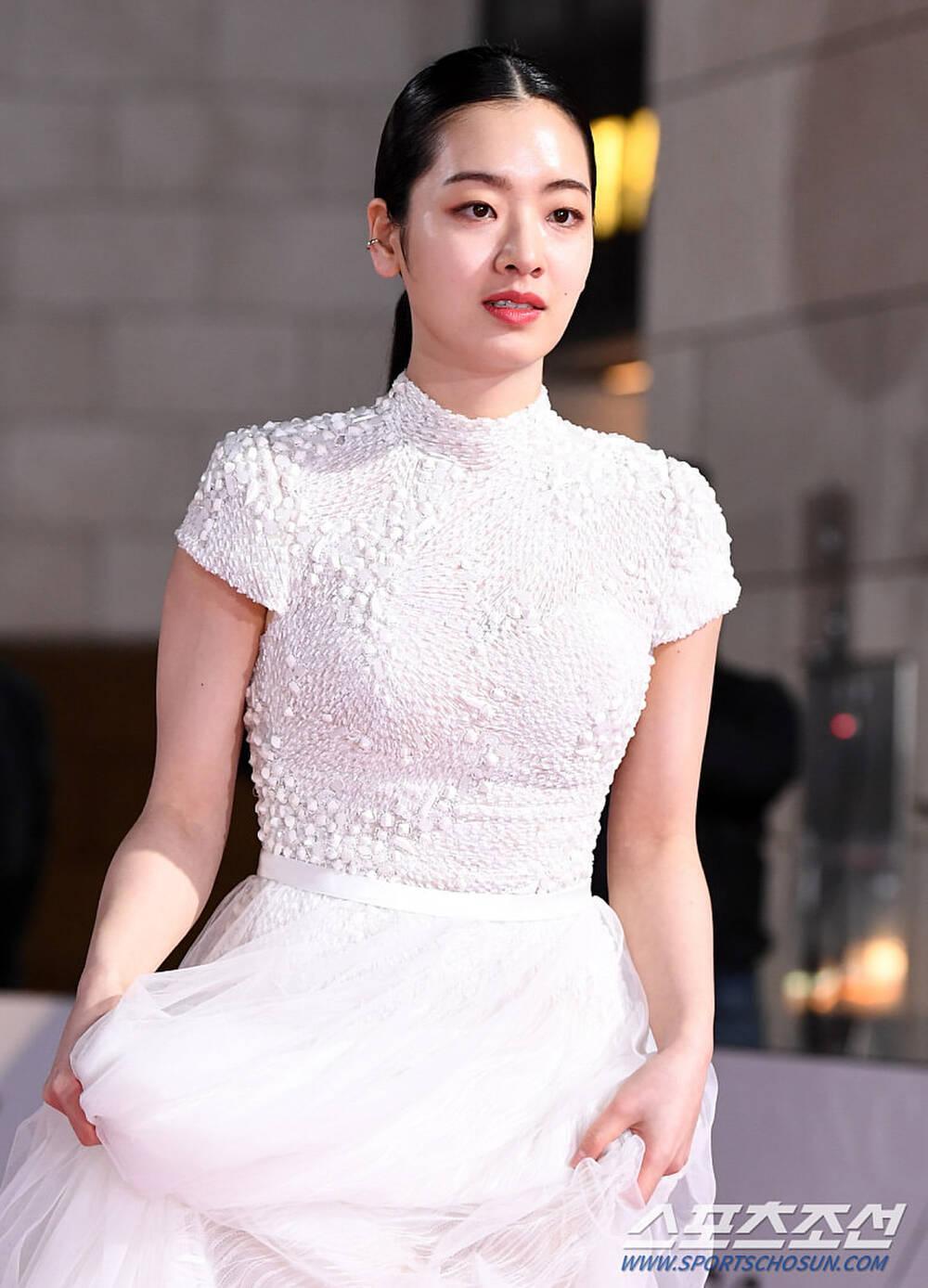 Thảm đỏ 'Rồng xanh 2020': Shin Hye Sun 'cân sắc' Shin Min Ah, Jung Woo Sung - Lee Byung Hun điển trai! Ảnh 44