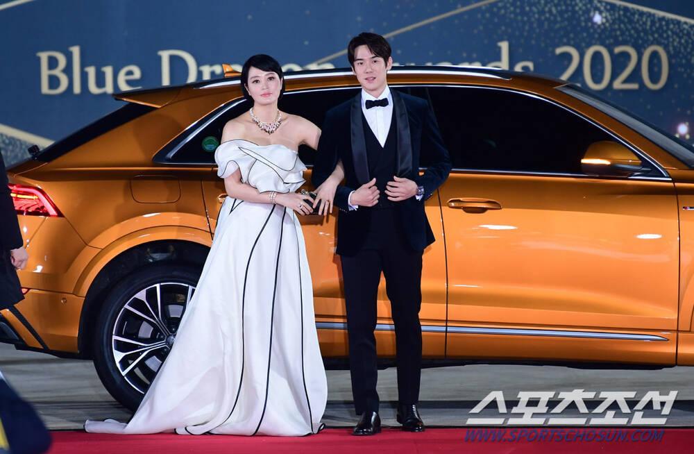 Thảm đỏ 'Rồng xanh 2020': Shin Hye Sun 'cân sắc' Shin Min Ah, Jung Woo Sung - Lee Byung Hun điển trai! Ảnh 5