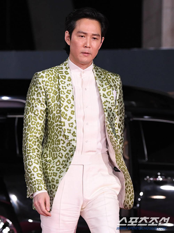 Thảm đỏ 'Rồng xanh 2020': Shin Hye Sun 'cân sắc' Shin Min Ah, Jung Woo Sung - Lee Byung Hun điển trai! Ảnh 24