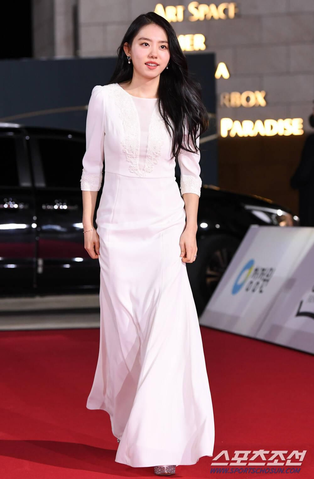 Thảm đỏ 'Rồng xanh 2020': Shin Hye Sun 'cân sắc' Shin Min Ah, Jung Woo Sung - Lee Byung Hun điển trai! Ảnh 43