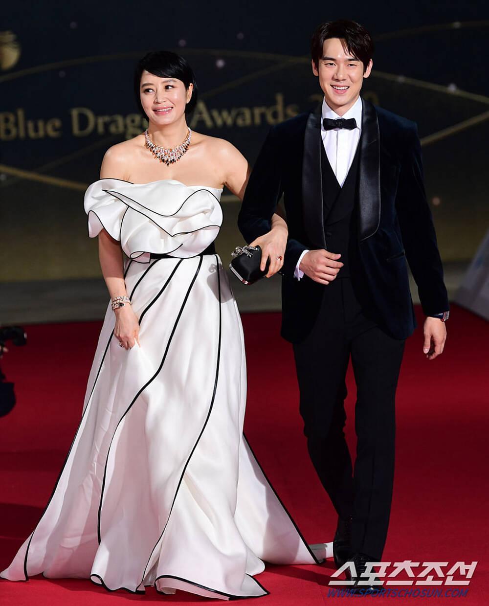 Thảm đỏ 'Rồng xanh 2020': Shin Hye Sun 'cân sắc' Shin Min Ah, Jung Woo Sung - Lee Byung Hun điển trai! Ảnh 3