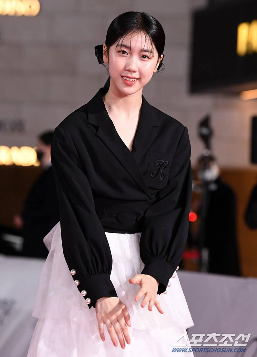 Thảm đỏ 'Rồng xanh 2020': Shin Hye Sun 'cân sắc' Shin Min Ah, Jung Woo Sung - Lee Byung Hun điển trai! Ảnh 7