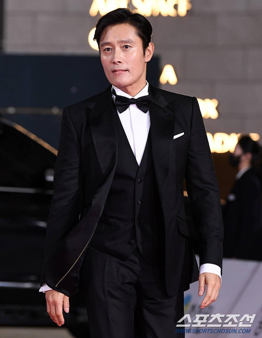 Thảm đỏ 'Rồng xanh 2020': Shin Hye Sun 'cân sắc' Shin Min Ah, Jung Woo Sung - Lee Byung Hun điển trai! Ảnh 26
