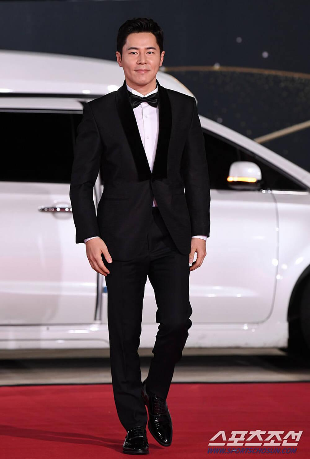 Thảm đỏ 'Rồng xanh 2020': Shin Hye Sun 'cân sắc' Shin Min Ah, Jung Woo Sung - Lee Byung Hun điển trai! Ảnh 39