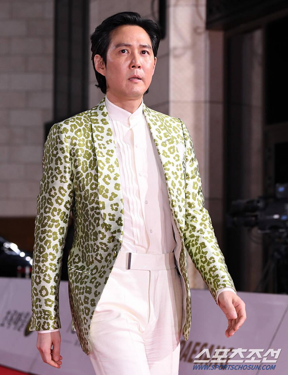 Thảm đỏ 'Rồng xanh 2020': Shin Hye Sun 'cân sắc' Shin Min Ah, Jung Woo Sung - Lee Byung Hun điển trai! Ảnh 25