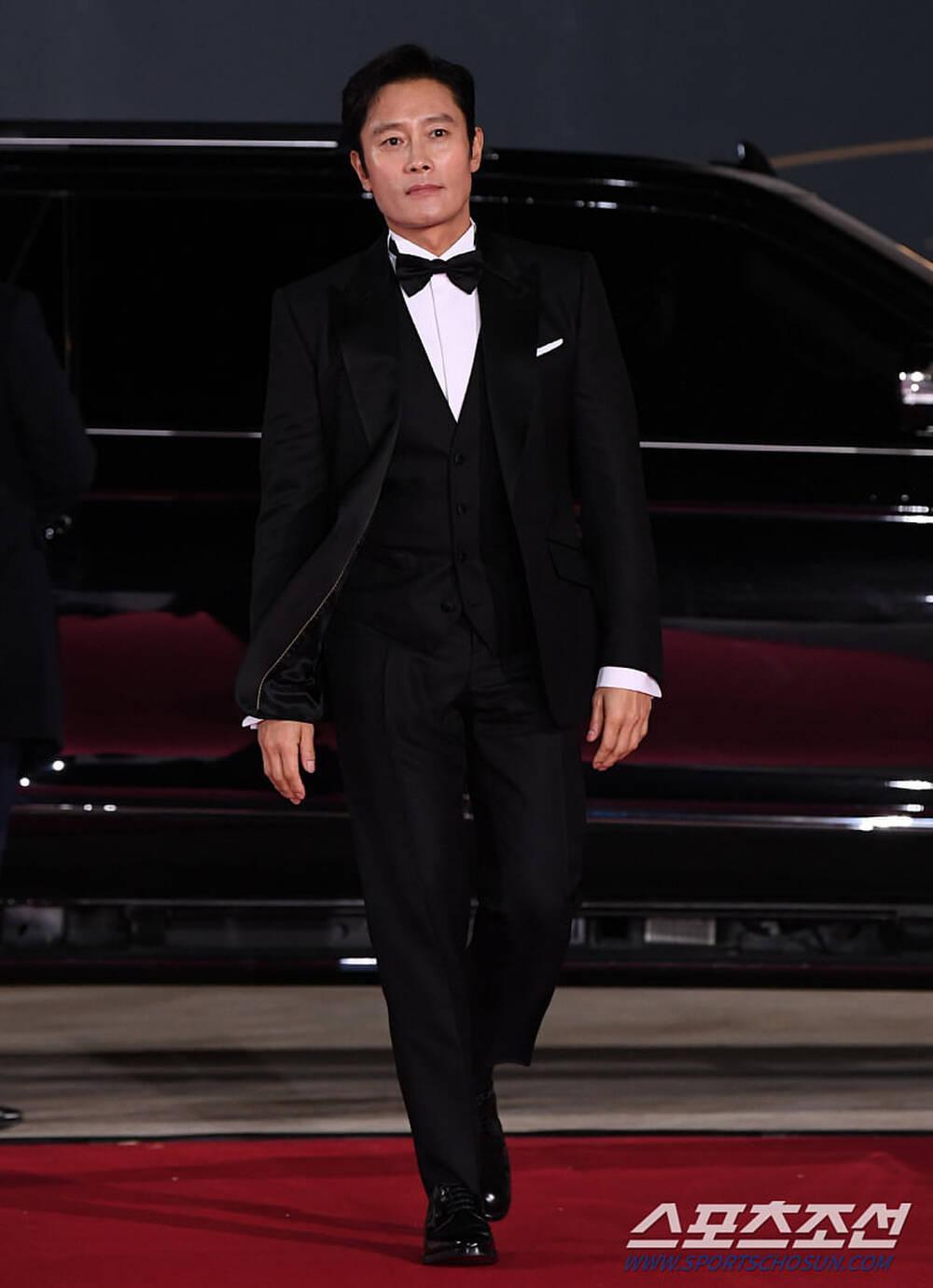 Thảm đỏ 'Rồng xanh 2020': Shin Hye Sun 'cân sắc' Shin Min Ah, Jung Woo Sung - Lee Byung Hun điển trai! Ảnh 27