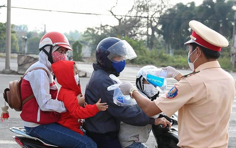 Hành động đẹp của Cảnh sát giao thông tỉnh Đồng Nai Ảnh 1