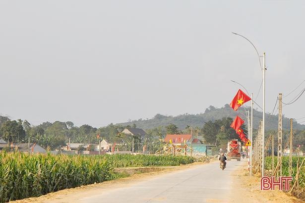 Xã hội hóa đường điện 'Thắp sáng đường quê' hơn 500 triệu đồng ở Hương Sơn Ảnh 2