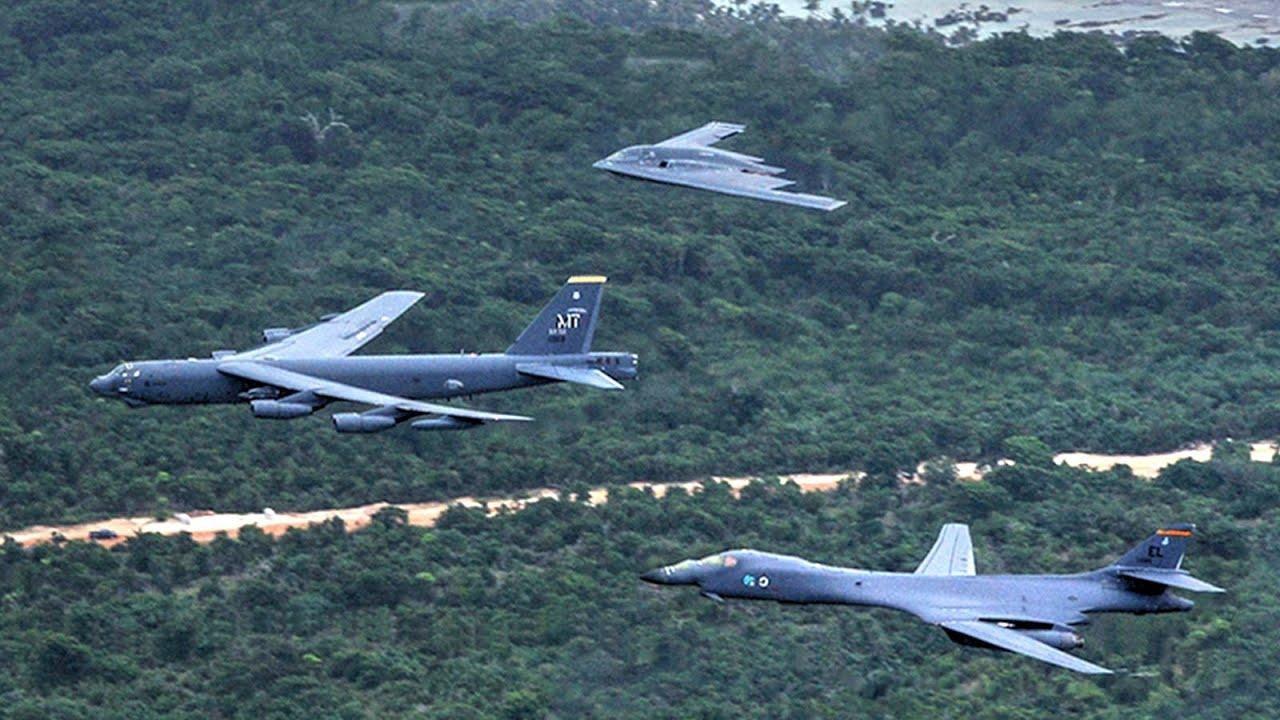 Bộ ba oanh tạc cơ chiến lược Mỹ bay... cổ vũ trận bóng bầu dục Ảnh 8