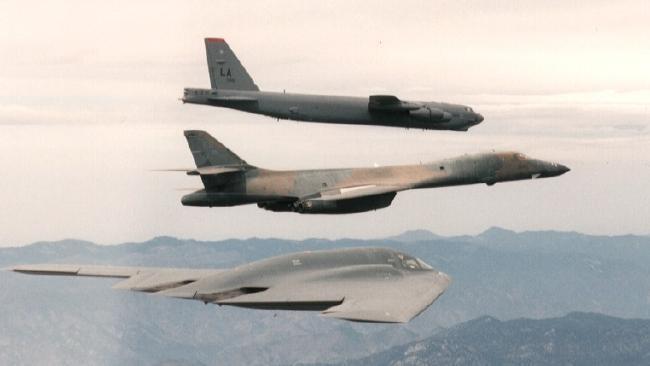 Bộ ba oanh tạc cơ chiến lược Mỹ bay... cổ vũ trận bóng bầu dục Ảnh 11